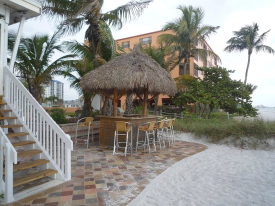 Tiki On The Beach: Personal tiki bar - claim it!!