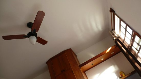 Pousada Sempre Viva: A ceiling fan suffices in place of A/C