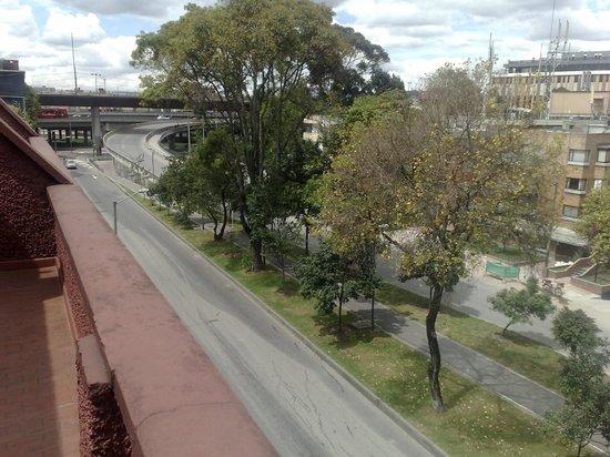 Chico Imperial Suites : Vista de la calle 93 hacia la Autopista