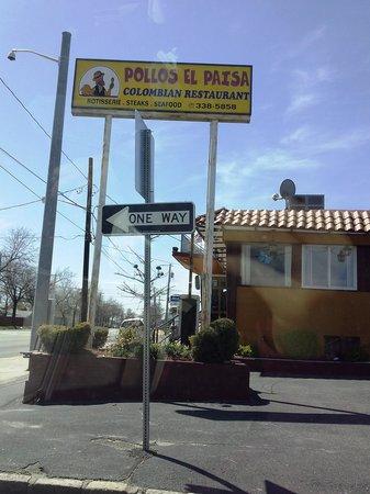 Pollos El Paisa : outside
