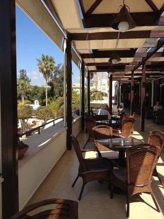 Elias Beach Hotel: Verandah