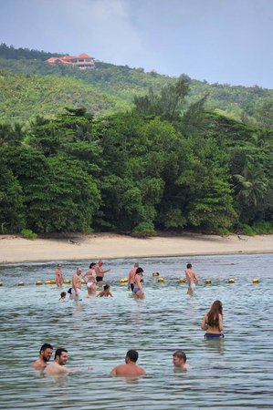 Praia do Hotel Le Meridien Fisherman's Cove