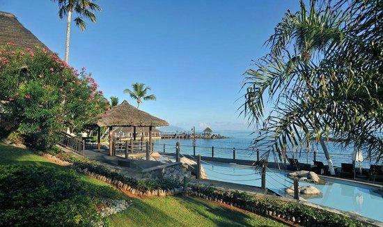 Le Meridien Fisherman's Cove: vista da piscina do Hotel