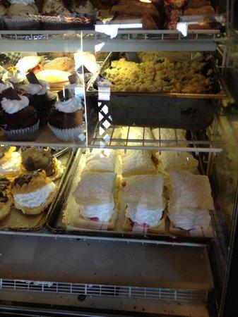 Aunt Millie's Kitchen: Huge deserts