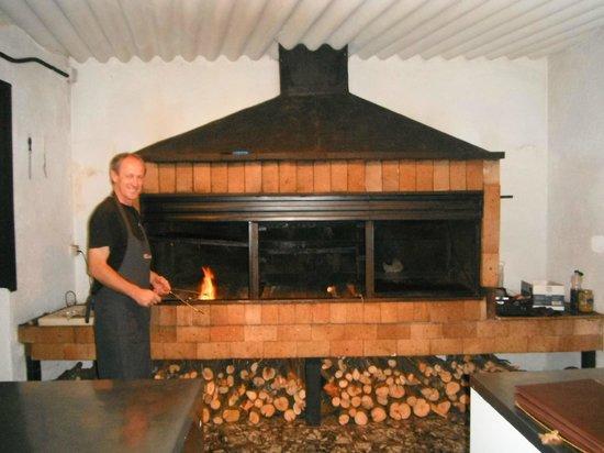 La Caldera, España: Cocinando en Barbacoa