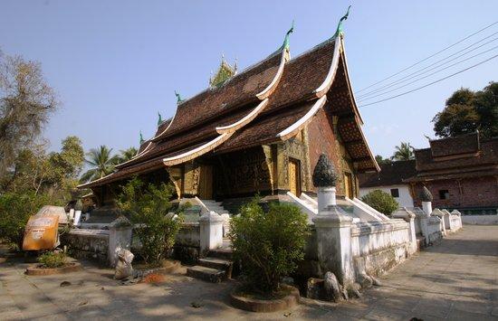 Wat Mai Suwannaphumaham: Tempio Buddista
