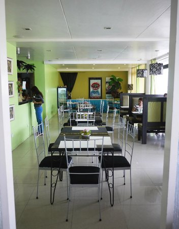 Urban Manor Hotel : At the ground floor of the hotel is The Lounge Restaurant . Very clean and nice! Affordable pric