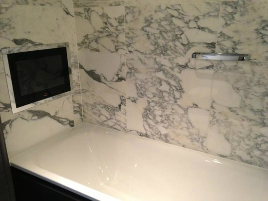 The Bloomsbury: TV in the tub!