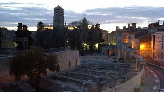 Hotel Spa Le Calendal: Night falling on Arles from room #5 Hotel Calendal.