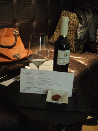 Hotel Bagues: Complimentary wine on arrival