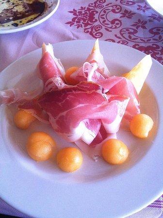 L'Alternativo: 'Fior di prosciutto e perle di melone' Parma ham with melon (€9.50)