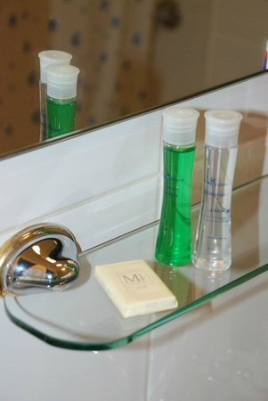 My Place Hotel: Usefully provided toiletries.