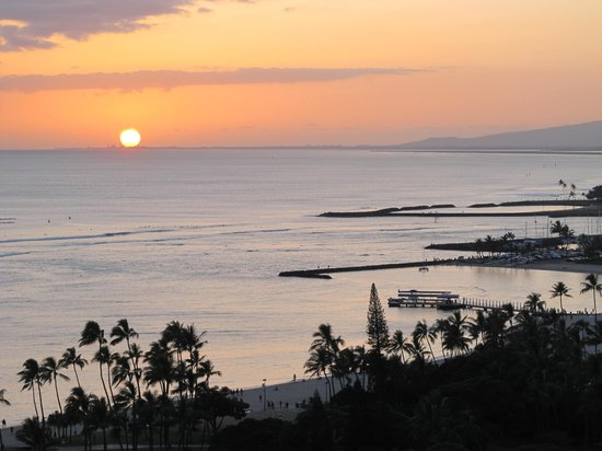 Embassy Suites by Hilton Waikiki Beach Walk : Sunset view