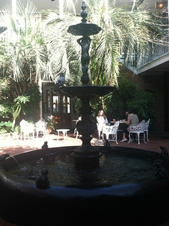 Hotel Provincial: courtyard in main building