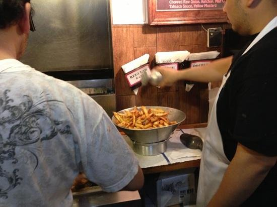 Pommes Frites : fries being cooked