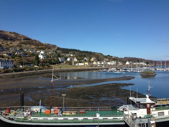 Cafe Barge: Cafebarge in foreground with view over the harbour at Tarbert