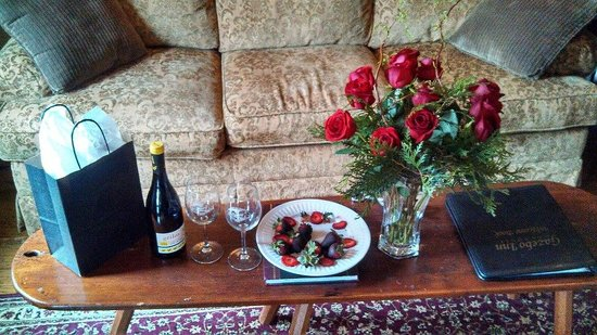 Gazebo Inn Ogunquit: Romance Package...totally worth it.  Even if it is just for the dinners!!!