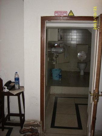 Jaipur Inn: To bathroom, door is VERY low