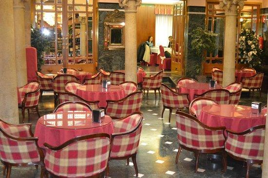 Hotel Zenit Imperial: Salón de desayunos