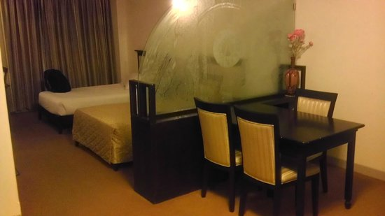 Hotel Ambience Executive: Even Dinning Table is there