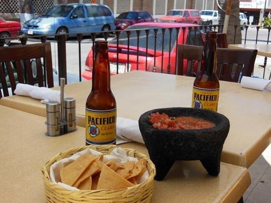 La Santena: salsa & chips
