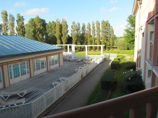 Pierre & Vacances Résidence Les Jardins de la Cote d'Opale : Parc et piscine