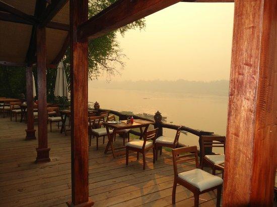 Chanthavinh Resort and Spa : Petit déjeuner soleil levant sur le MEKONG