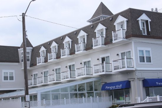 Nantasket Beach Resort: My room was about the fifth window on the top, and still a great view