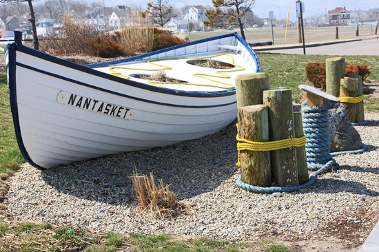 Nantasket Beach Resort: Just across the street from the entrance to the hotel