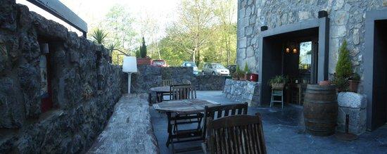Hotel Antsotegi: Terraza de la cafetería del hotel