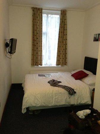 Adria Hotel: camera