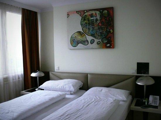 Attache Hotel Pension: Bedroom.