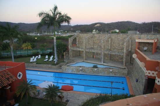 Xquenda Huatulco Spa: vista piscina y marina de Chahue