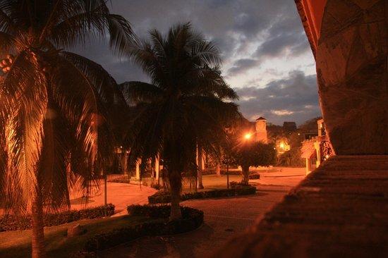 Xquenda Huatulco Spa: vista del jardin fuera del hotel