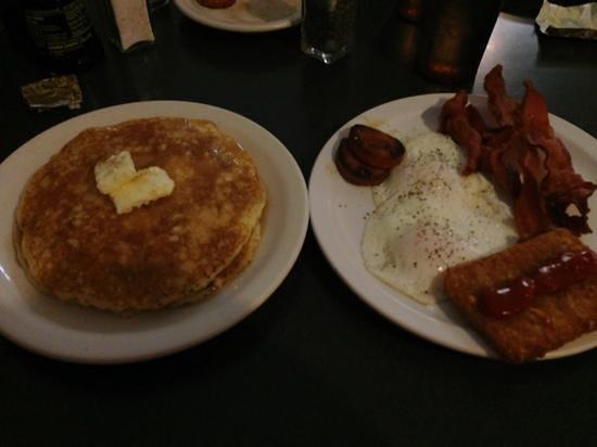 Tip Top : Mac Nut Pancake,Eggs Bacon& Sausage