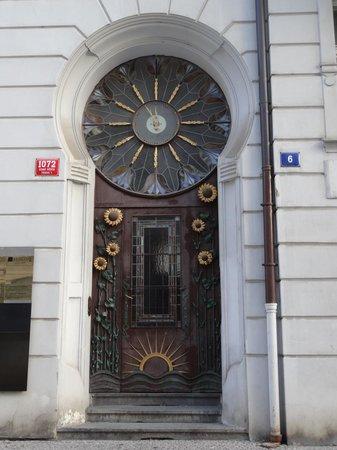 Maximilian Hotel: Around the hotel, at Hastalska 6