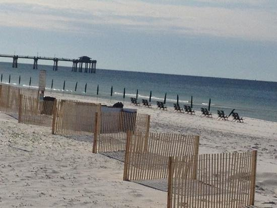 Hampton Inn Ft. Walton Beach: pier not far to walk and restaurants too
