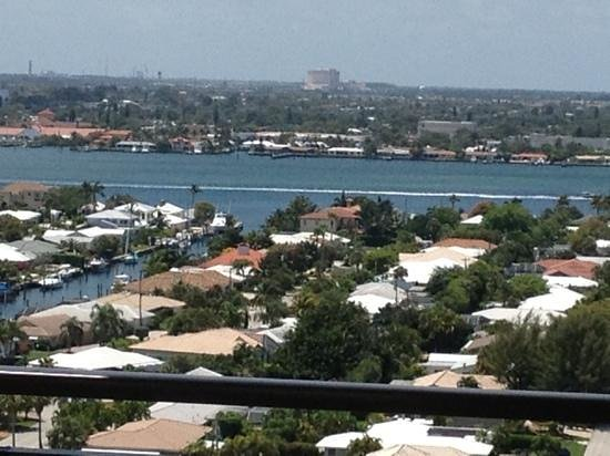 Palm Beach Marriott Singer Island Beach Resort & Spa: view of coastal waterway from suite 1700