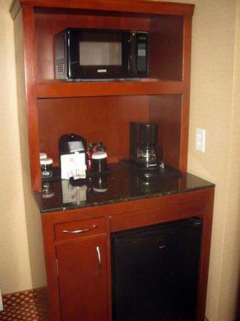 Hilton Garden Inn Bangor: Cold box & Microwave