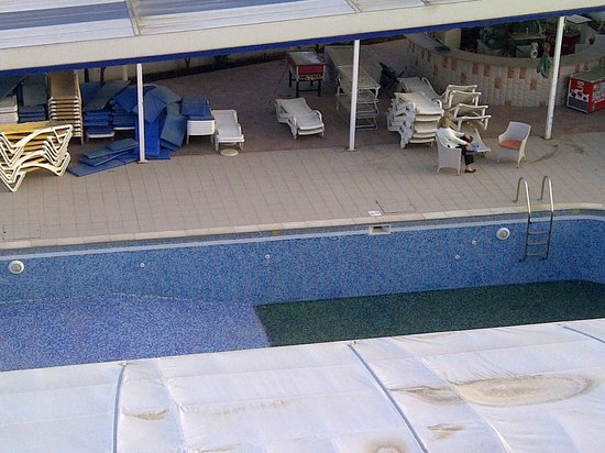 Mariandy Hotel: Pathetic excuse for a pool.
