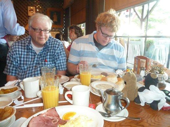 Cracker Barrel: Breakfast After The Storm in Harrisonburg