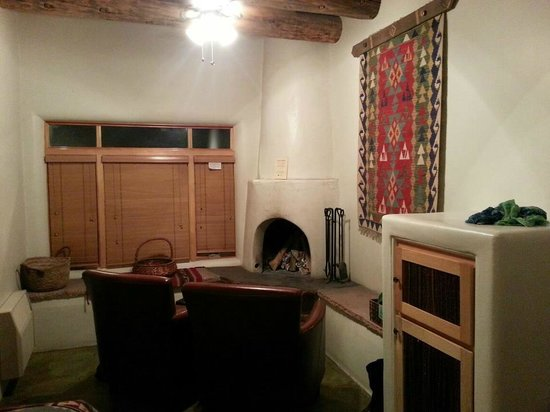 Ojo Caliente Mineral Springs Resort and Spa: Pueblo Suite room