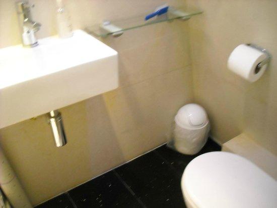 Rhodes Hotel: piccolino,ma pulito