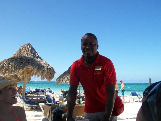 Meliá Caribe Tropical: Royelio (activity man)