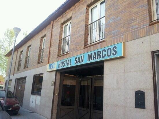 Hostal San Marcos: Fachada. Puerta de entrada.