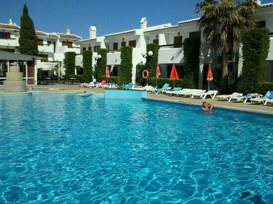 Cristina Apartments: The pool area