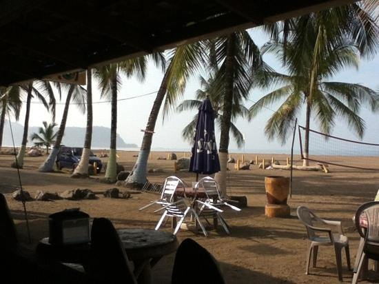 Clarita's Beach Hotel: coffee in da morn, from the bar