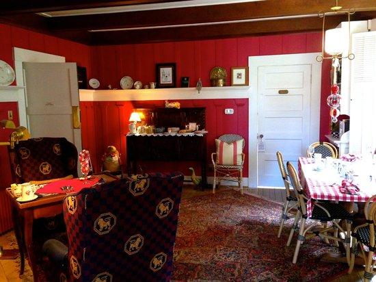 Sea View Inn : Breakfast room