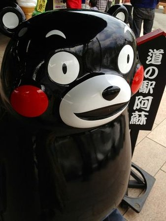 Michi no Eki Aso: クマもんの大きい置物