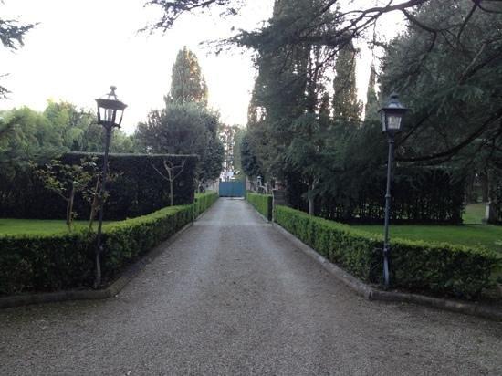 Villa Barberino: vialetto